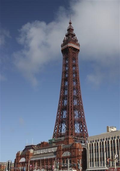 Blackpool (beach, funfair, piers, shops & Tower)